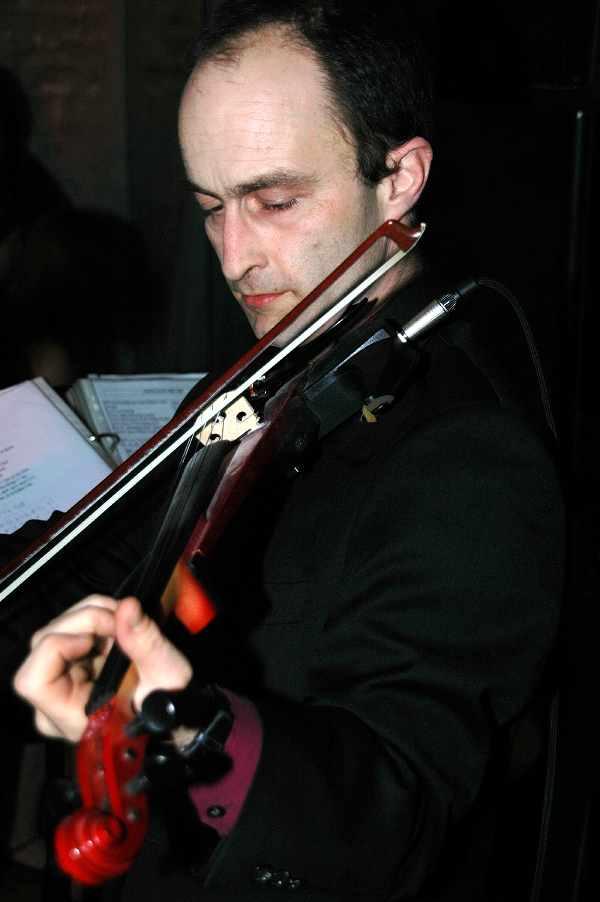 Wolfgang Hammer an der Geige spielt den Kaiserwalzer.